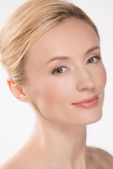 GODIVAのTVCMに出演した外国人モデルのアンナ・ミッツェルの写真