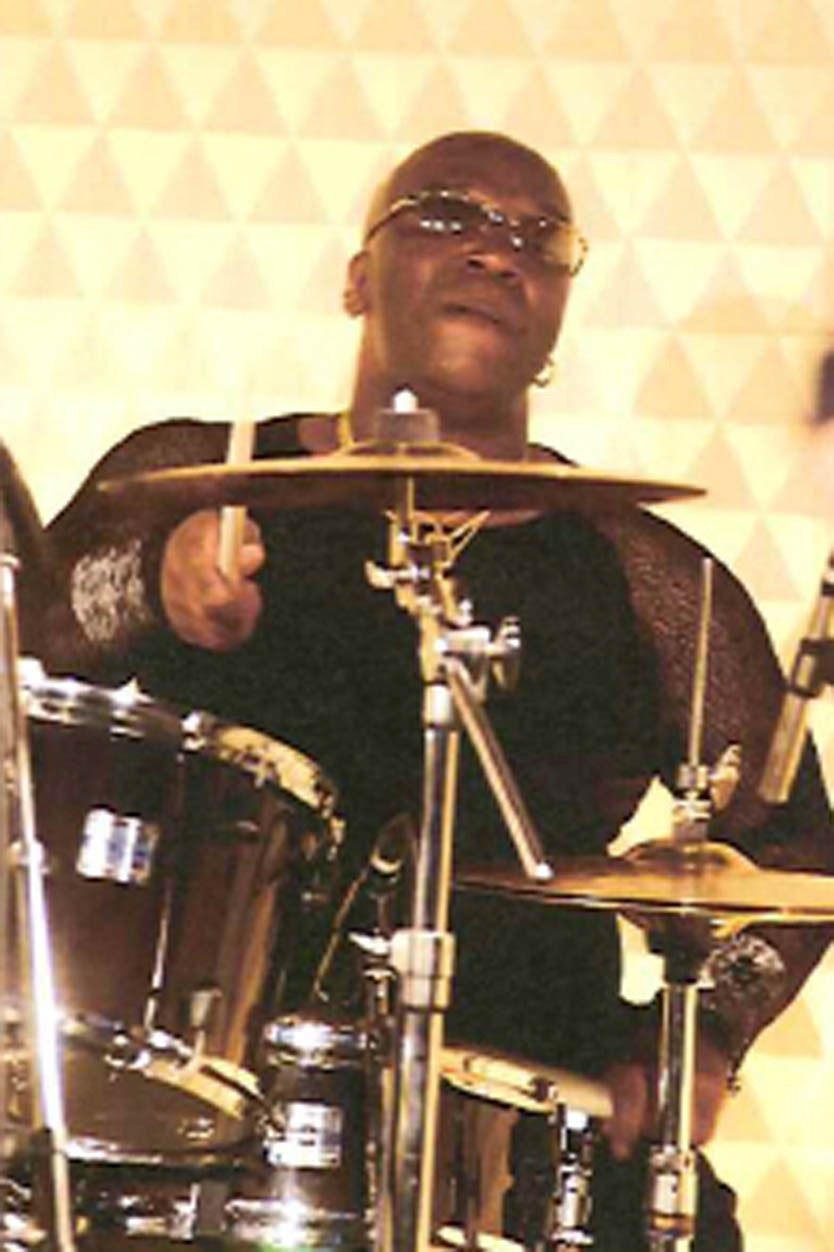 SINGERS/MUSICIANS JR Robinsonの写真