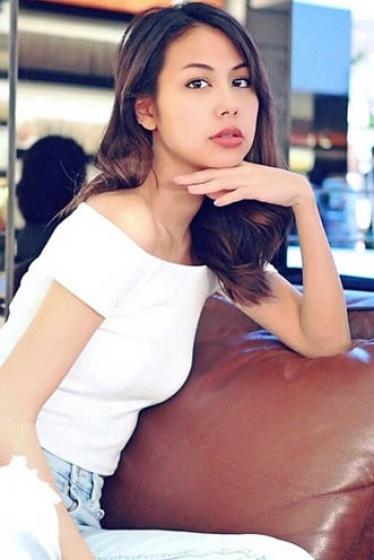 外国人モデル アデリンの写真7