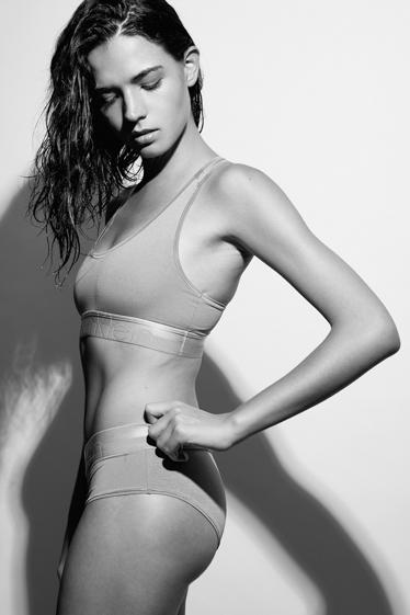外国人モデル カーリーの写真4