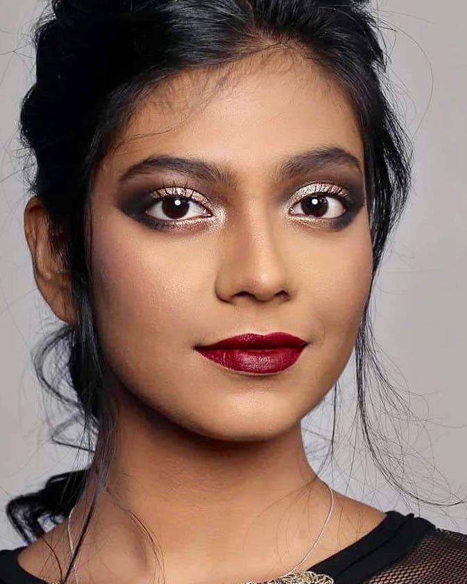 外国人モデル ニナ・ベグムの写真