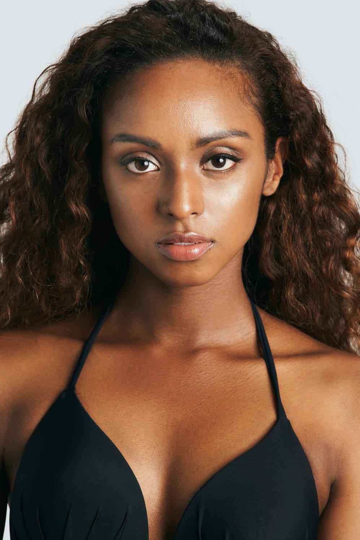外国人モデル ニサの写真