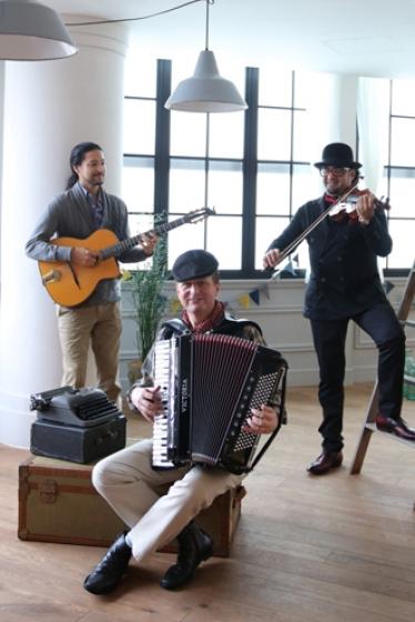 外国人シンガー・ミュージシャン Gypsy Jazzyの写真1