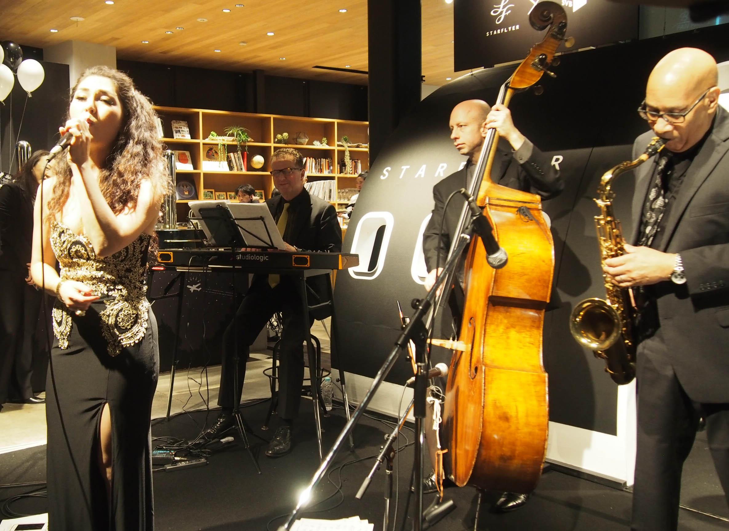 外国人シンガー・ミュージシャン アカデミア Jazz band の写真2