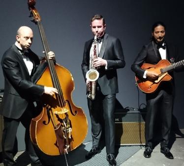 外国人シンガー・ミュージシャン アンディウルフジャズバンド ジャズトリオの写真