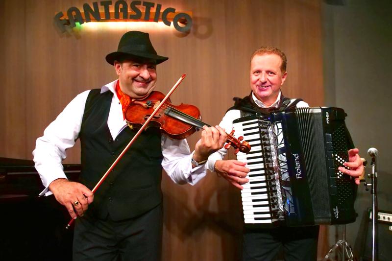 外国人シンガー・ミュージシャン ヴァイオリン・アコーディオンデュオの写真5