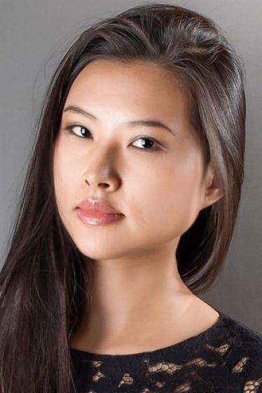 外国人モデル コンの写真