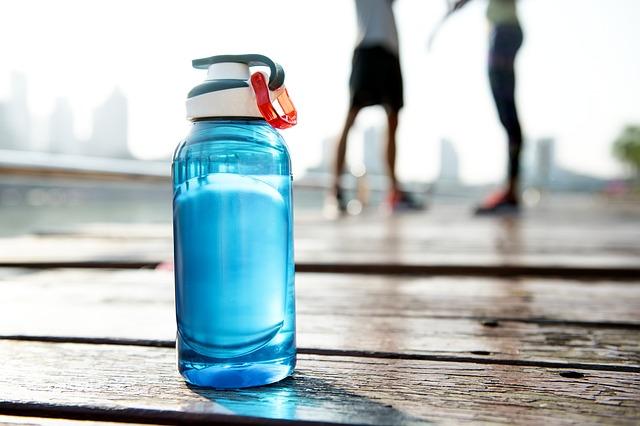 水/3つの日本猛暑サバイバル方法:ママ・アミア法