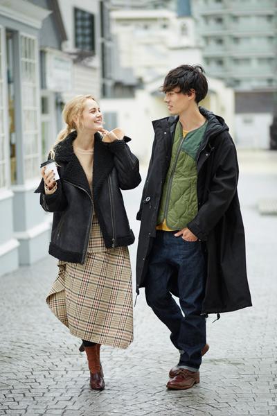 札幌ステラプレイス冬マガジンの外国人モデルのレオナルドとヴィヴィの写真