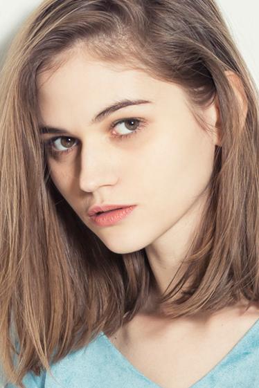 招聘外国人モデルのジョアンナの写真