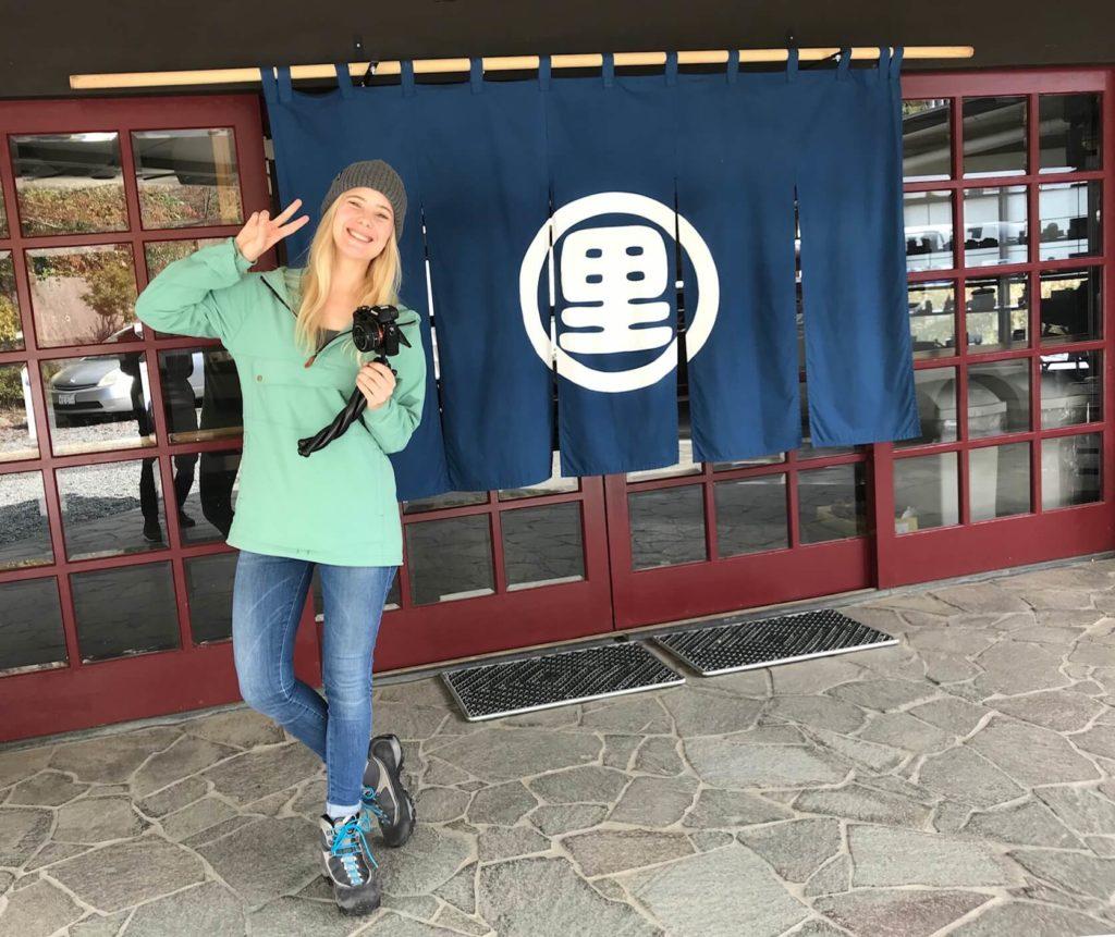 山梨県身延町のインバウンドPR動画に出演した外国人タレントのヤンニ・オルソン